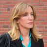 Sarah Chaney en el papel de Elizabeth Keating
