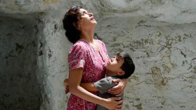 Abrazando a su Madre