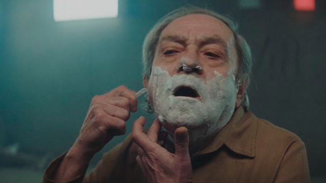 Rasurándose