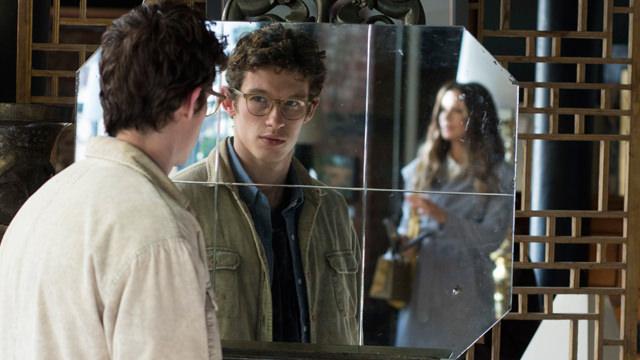 Observándola en el Espejo