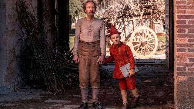 Sujetándole la Mano a Pinocho