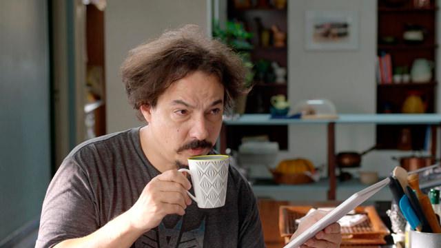 Pablo Mientras Toma una Taza de Café