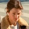 Vicky Krieps en el papel de Lena