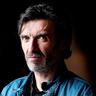 Mark O'Halloran en el papel de Kassel