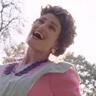 Idina Menzel en el papel de Vivian