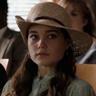 Sarah Catherine Hook en el papel de Debbie Glatzel