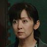 Yuki Saito en el papel de Madre de Sakie