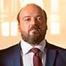 Alban Ivanov en el papel de Alexandre