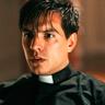 Vadhir Derbez en el papel de Padre Daniel Garcia