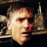 Bill Moseley en el papel de Padre Mark Campbell
