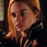 Samara Weaving en el papel de Scarlett