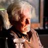 Bruce Davison en el papel de Walter Clark