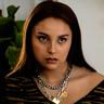 Zoey Luna en el papel de Lourdes