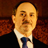 Kevin Pollak en el papel de Warden White
