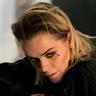 Taryn Manning en el papel de Vee Dillon