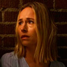 Sarah Goldberg en el papel de Claire