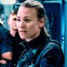 Yvonne Strahovski en el papel de Comandante Romeo