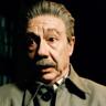 Adrian McLoughlin en el papel de Josef Stalin