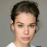 Laia Costa en el papel de Isabel