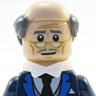 Ralph Fiennes en el papel de Alfred Pennyworth