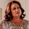 Robyn Scott en el papel de Val