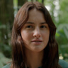 Grace Van Patten en el papel de Ana