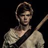 Thomas Brodie-Sangster en el papel de Newt
