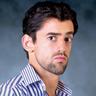 Luis Gerardo Méndez en el papel de Javi Noble