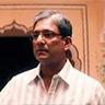 Adil Hussain en el papel de Mirza