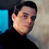 Rami Malek en el papel de Safin