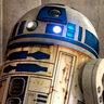 Kenny Baker en el papel de R2-D2