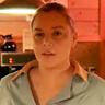 Abbie Cornish en el papel de La Mesera