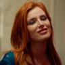 Bella Thorne en el papel de Vivien