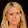 Alice Eve en el papel de Audrey