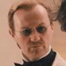 Mark Gatiss en el papel de Dettweiler