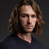 Jake McLaughlin en el papel de Tate