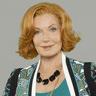 Susan Sullivan en el papel de Martha Rodgers