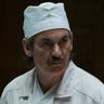 Paul Ritter en el papel de Anatoly Dyatlov