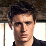 Max Irons en el papel de Joe Turner