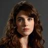 Lucy Griffiths en el papel de Liv Aberdine