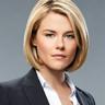 Rachael Taylor en el papel de Agente Susie Dunn