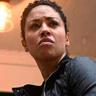 Riann Steele en el papel de Finola Jones