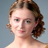 Anna Baryshnikov en el papel de Lavinia Dickinson