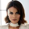 Nathalie Kelley en el papel de Celia Machado a.k.a. Cristal Flores Carrington