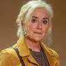 Sophie Thompson en el papel de Maggie