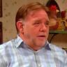 Brian Howe en el papel de Pete McRoberts
