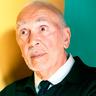 Frank Langella en el papel de Sebastián Piccirillo