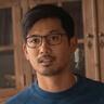 Jon Prasida en el papel de Ryan Shen