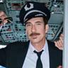 Dylan McDermott en el papel de Capitán Dave Pratman