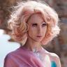 Juno Temple en el papel de Lucy Savage Cavendish-Smyth